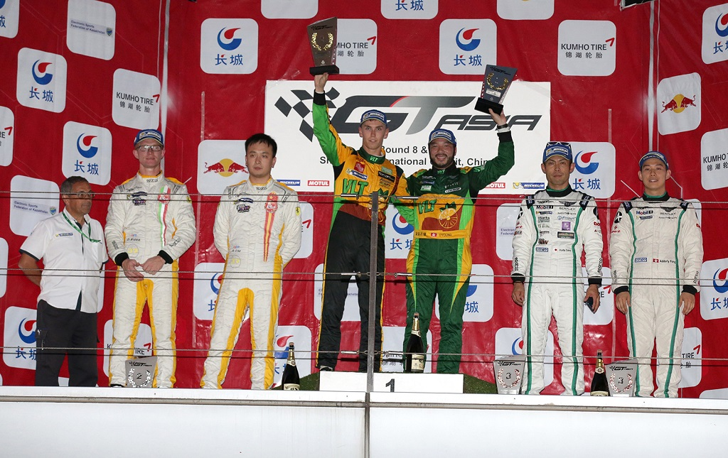 low_Race2_GTAsia_Shanghai_R2_podium_270915_BL