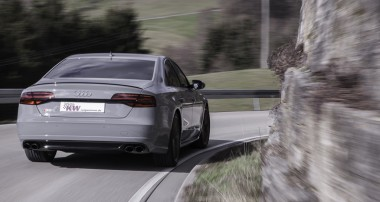 New for the Audi S8 plus (D4/4H): Lowering via smartphone