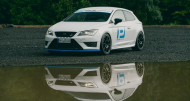 Seat Leon Cupra: The Hypercar-Harassing Hot Hatch