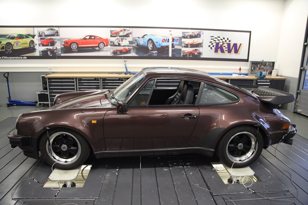 KW 7-Post Rig KW V3 damper test on Porsche 911 Turbo