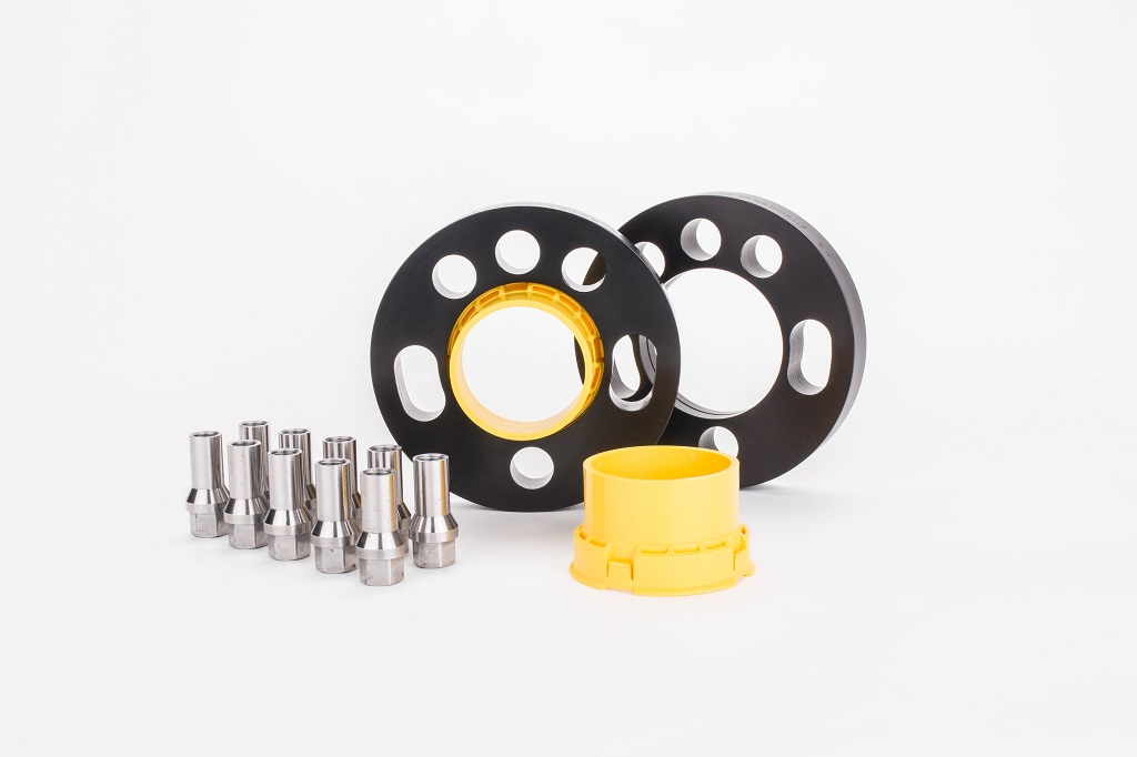 ST suspensions has also developed various wheel spacers, which widen the track width by 10 mm, 22 mm, 25 mm, 30 mm, 35 mm, 40 mm, 45 mm, 50 mm, 55 mm or 60 mm.
