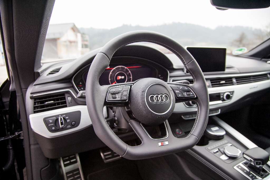 This is simply because our Variant 3 gives the S5 a driving behavior, as firm as necessary and as comfortable as possible.