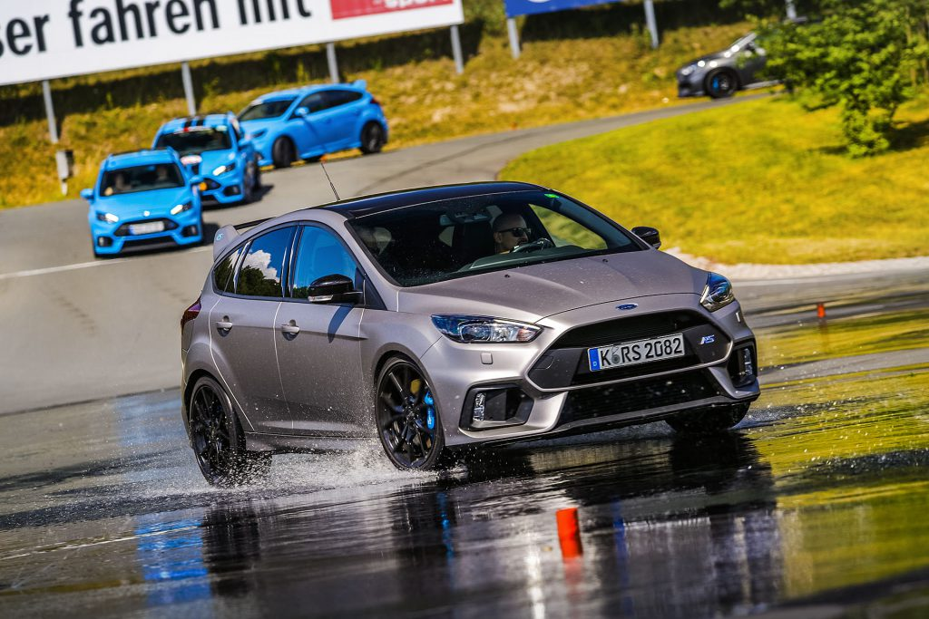 "The Ford Focus RS has a ""drift mode"" in case of circle drifts, which no one can rely on. After the initial tests, that is not a surprise."