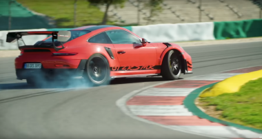 Chris Harris sets a personal lap record with the Porsche 911 GT2 RS MR!