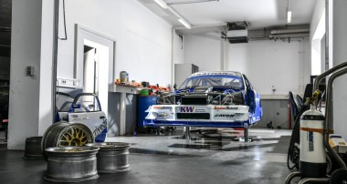 "Georg Plasas BMW 320 Judd V8 returns to the Hill Climb Racing in 2019: Never-Forget-Tribute-To-Georg-Plasa-KW-Team participates at ""Glasbachrennen"""