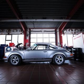 A festival for your vintage heart and soul: dp Motorsports Porsche 911 S/T 2.5 homage