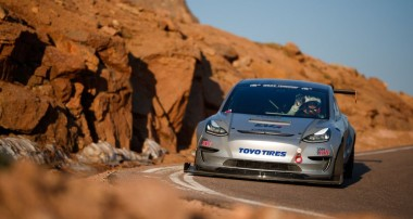 With the Tesla Model 3 to the Race to the Clouds: First Practice for the Pikes Peak International Hill Climb