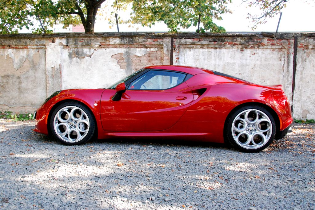 Lots of driving dynamics: driving an Alfa Romeo 4C is even more fun with a KW coilover